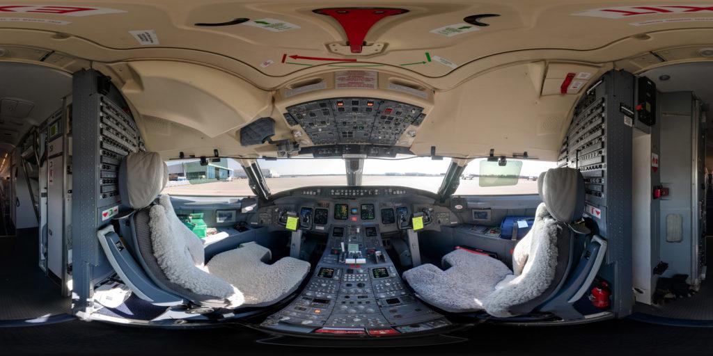 Cockpit Panorama einer Verkehrsmaschine